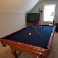 Pool Table 8 Foot, Very Nice Navy Blue Felt